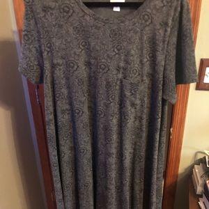 Dark grey background LuLaRoe Carly in XL 🌹